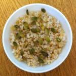 Рис отварной, без масла с тыквенными семечками.