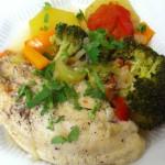 Рыба отварная с овощами.