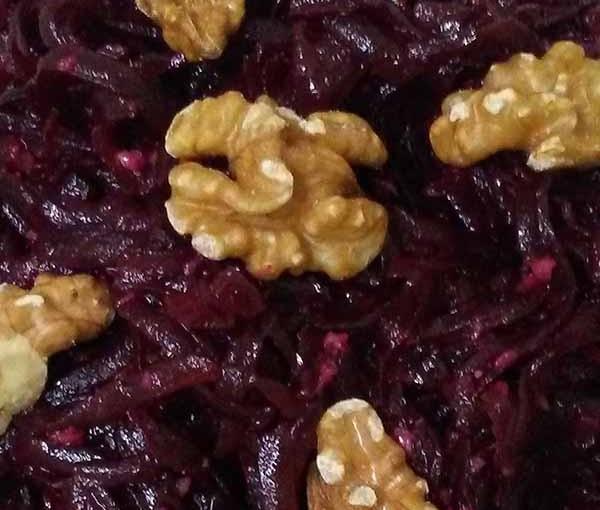 Салат из свеклы c грецкими орехами и чесноком