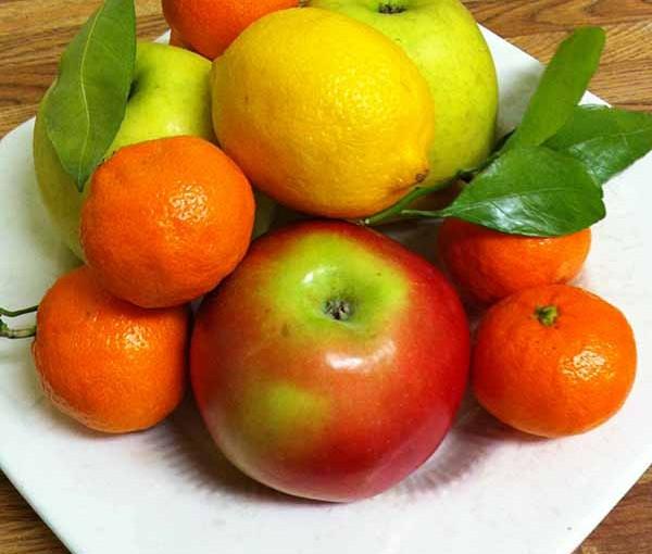 Яблоки, лимон, мандарины