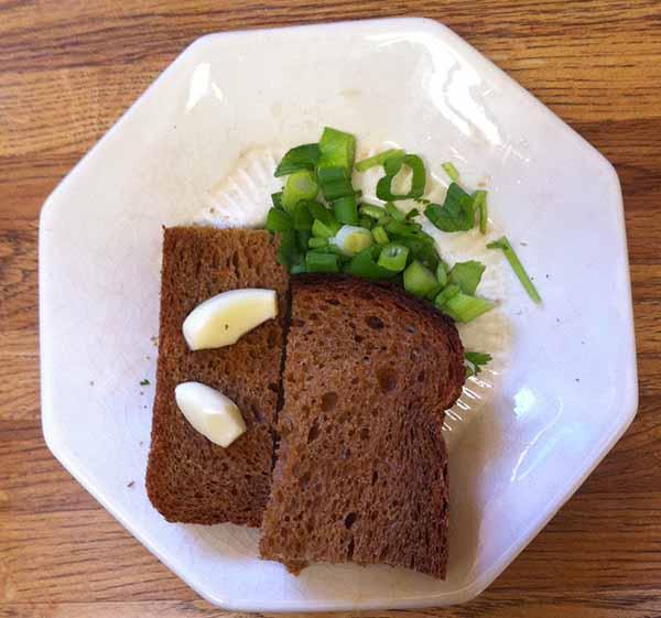 хлеб, лук и чеснок