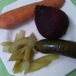 Салат из отварной свеклы, моркови, соленого огурца и сельдерея