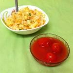 Салат из квашеной капусты с яблоком и белым луком.