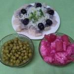 Закуска из сельди с зеленым горошком и капустой