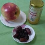 Яблоко, финики, изюм и мед