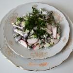 Салат из редиски и фасоли с постным майонезом.