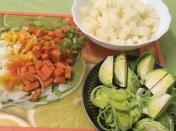 картофель, брюссельская капуста, морковь, лук