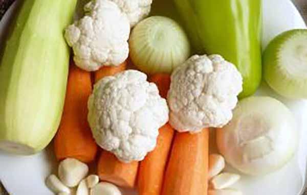цветная капуста, лук, морковь, кабачок