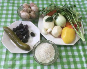 соленый огурец, маслины, болгарский перец,грибы, лук,зелень