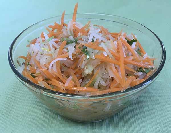 Салат морковный с редькой и сельдереем
