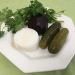 Салат из отварной свеклы, с редькой и солеными огурцами.