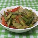 Теплый салат из спаржи