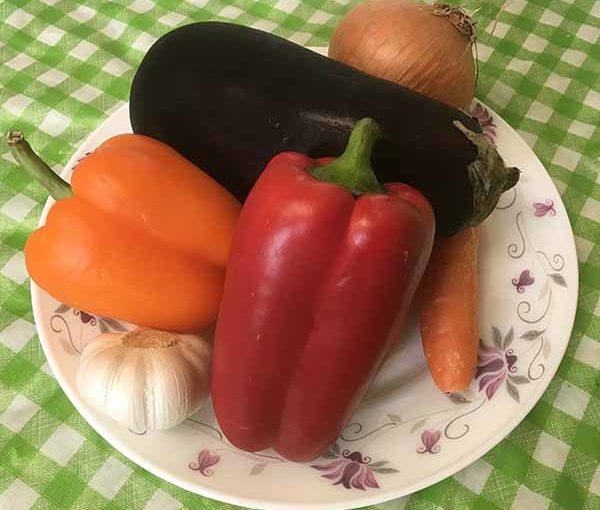 Баклажан, перец, лук, чеснок, морковь