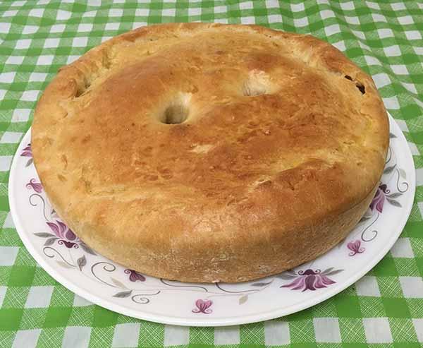 Постный пирог из дрожжевого теста с шампиньонами и морковью.