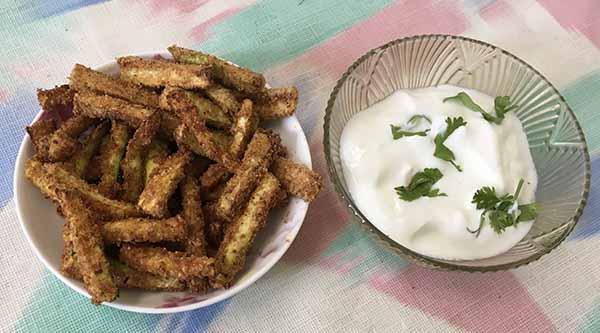 Трапеза: цуккини в панировке с йогуртовым соусом