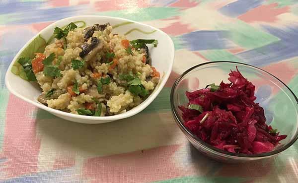 Плов из пшена со свекольным салатом