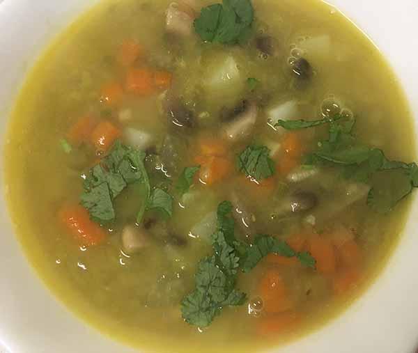 Постный гороховый суп с грибами