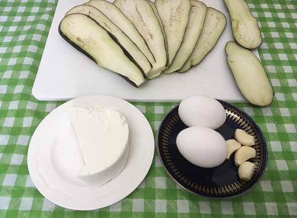 Рулетики из баклажан с мягким сыром или брынзой