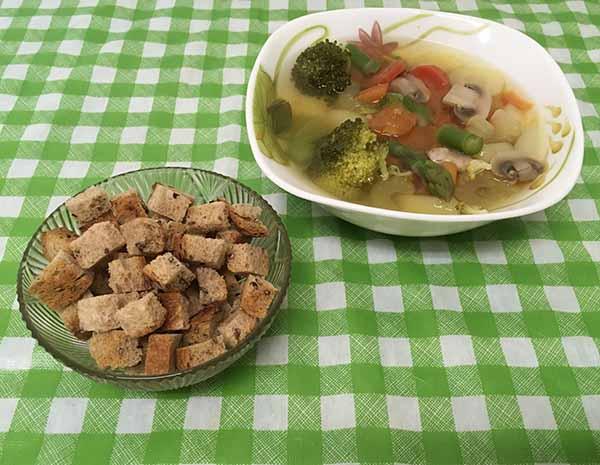 Постный суп с грибами, спаржей и брокколи